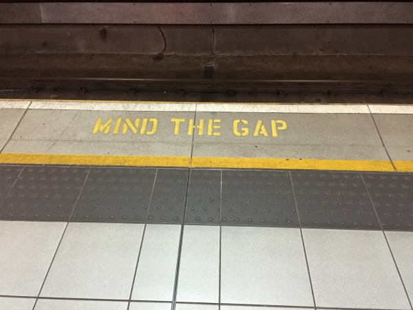 mind-the-gap-882368_1920